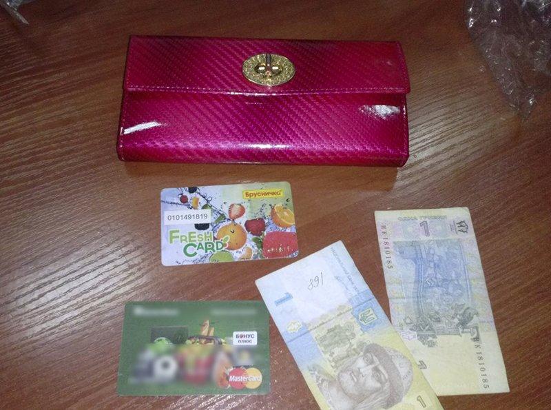 В Мариуполе мужчина вырвал пакет с розовым кошельком из рук пенсионерки (ФОТО), фото-2