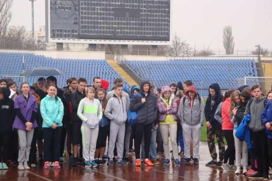 Симферопольских школьников вывели по дождем сдавать нормы ГТО (ФОТО) (фото) - фото 2