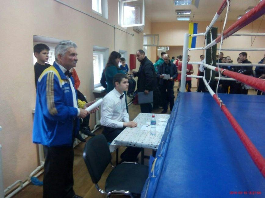 В областных соревнованиях по боксу принимают участие спортсмены из большого Доброполья (фото) - фото 1