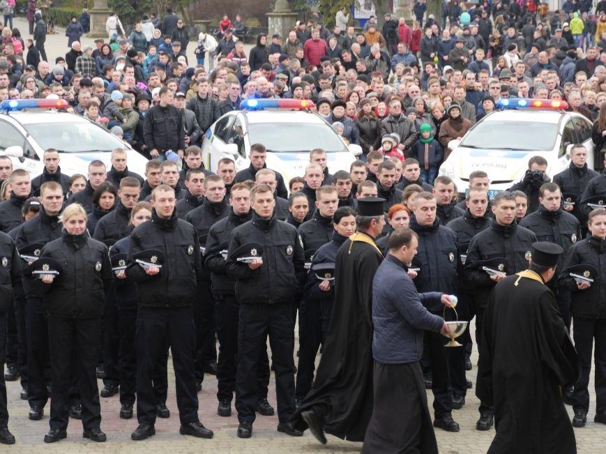 На Театральному майдані склали присягу нові патрульні поліцейські (Фото) (фото) - фото 3