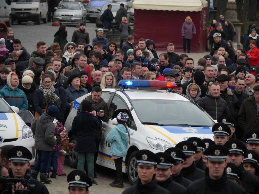 На Театральному майдані склали присягу нові патрульні поліцейські (Фото) (фото) - фото 2