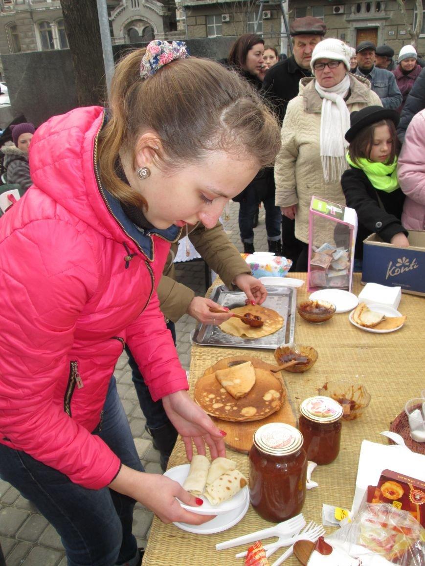 1f2398c5249f2c70e3c4679044ad0ca8 Одесситы празднуют масленицу в парке Шевченко