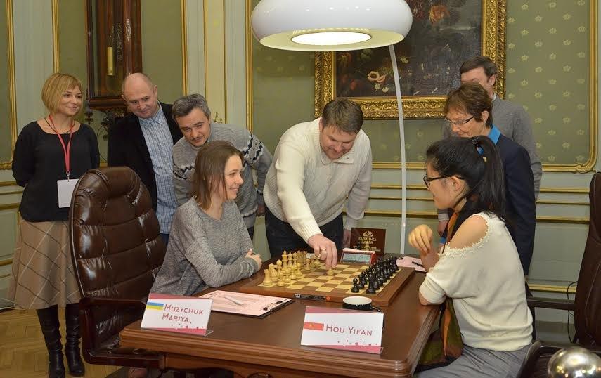 Сьогодні перший хід у Чемпіонаті світу з шахів серед жінок виконали солісти формації «Піккардійська Терція», фото-1