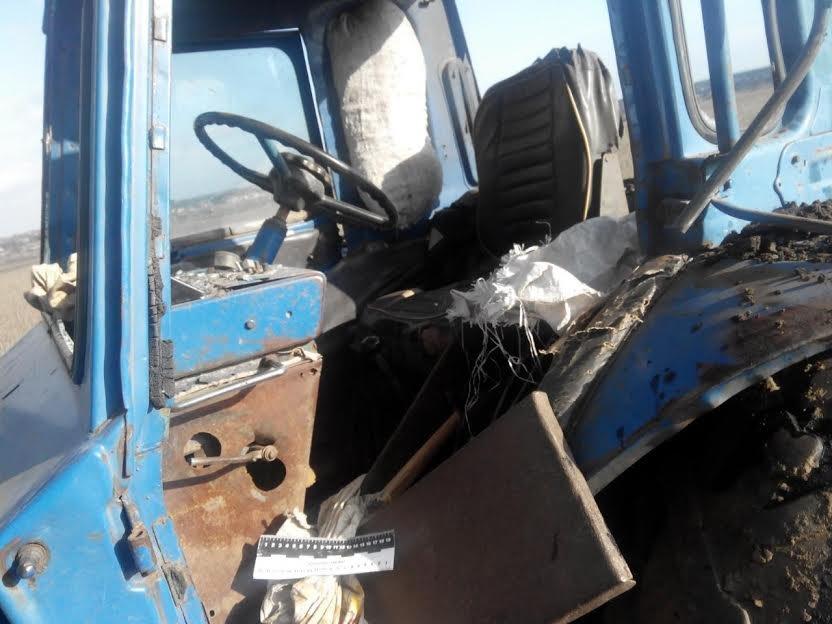 У трактора под Сартаной взрывной волной вынесло стекла (ФОТО), фото-5