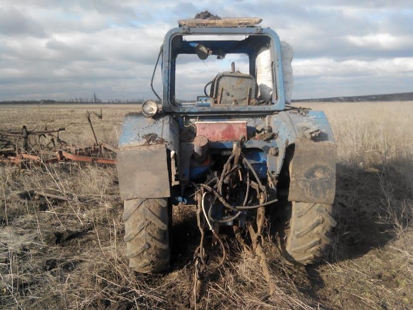 У трактора под Сартаной взрывной волной вынесло стекла (ФОТО), фото-4