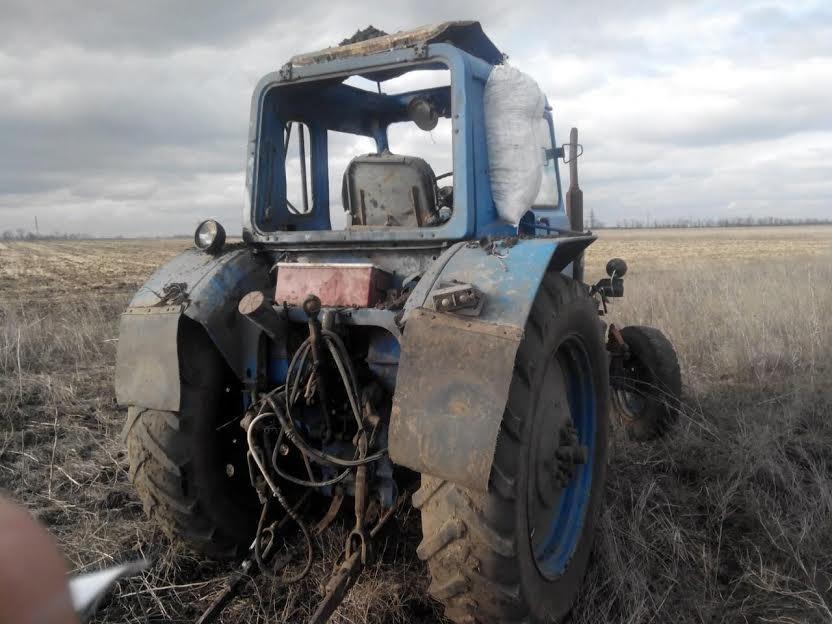 У трактора под Сартаной взрывной волной вынесло стекла (ФОТО), фото-2
