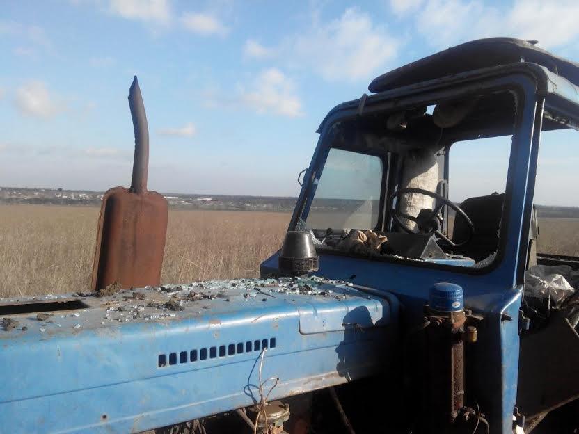 У трактора под Сартаной взрывной волной вынесло стекла (ФОТО), фото-1