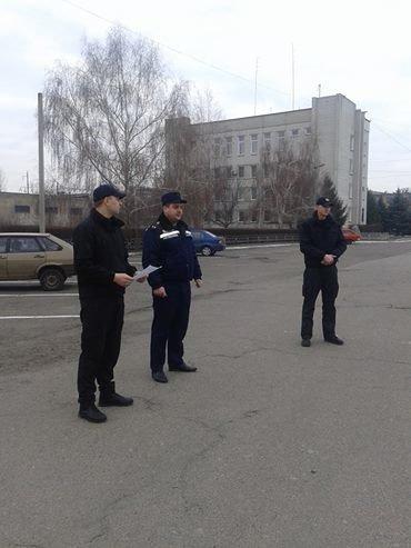 Рятувальники відзначили черкаських поліцейських за ліквідацію пожежі в центрі міста (ВІДЕО) (фото) - фото 1