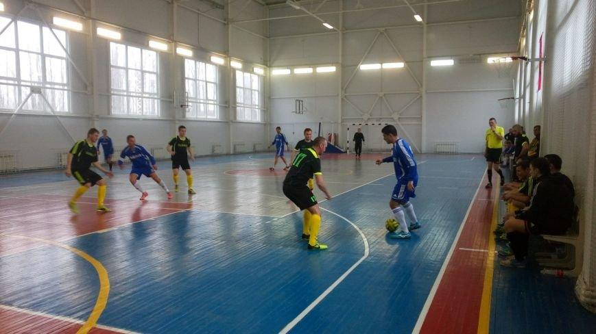 На Чемпионате РО по мини-футболу все призовые места заняли новошахтинские команды (фото) - фото 2