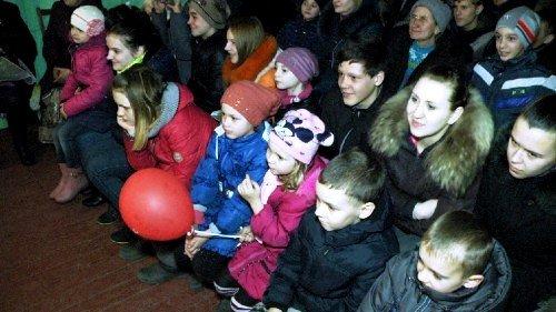 Херсонцы с концертом выступили в Курахово Донецкой области (фото) (фото) - фото 1