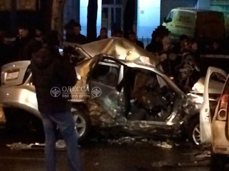 В страшной аварии около одесского автовокзала