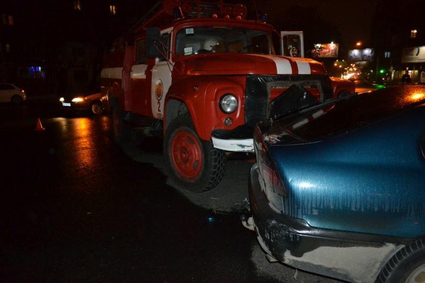 51194344e32d3f440159142064e821db В Одессе пьяный лихач протаранил пожарную машину