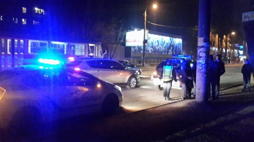 После ДТП водитель устроил драку на дороге, а потом обматерил и ударил полицейского (фото) - фото 4