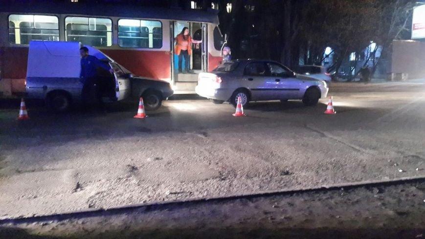 После ДТП водитель устроил драку на дороге, а потом обматерил и ударил полицейского (фото) - фото 3