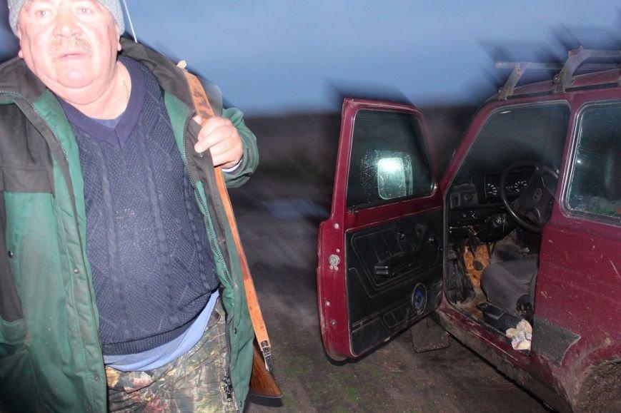 92647d742fe65792c190ead4cd30cb2b Вооруженный милиционер в отставке протащил на двери авто директора одесского заповедника