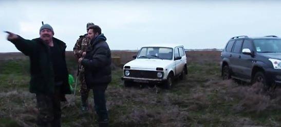 Вооруженный милиционер в отставке протащил на двери авто директора одесского заповедника  (ФОТО, ВИДЕО) (фото) - фото 1
