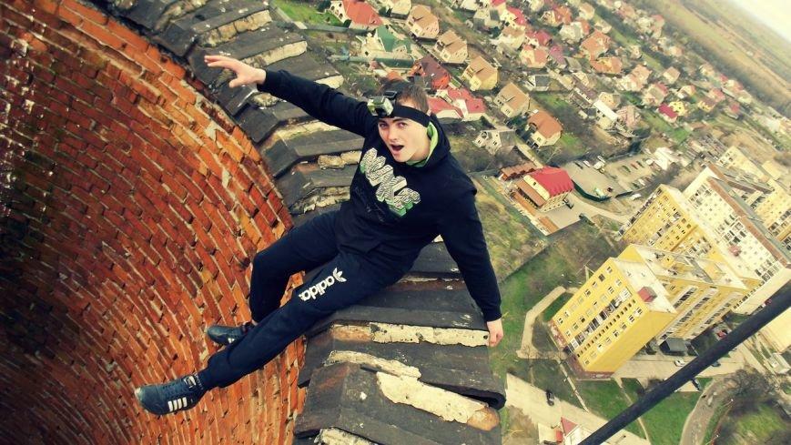 В Ужгороді естримал показав, як стоїть на руках на 100 башні. Відео (фото) - фото 2