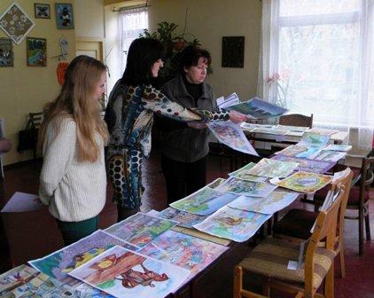 Более 150-ти работ представили в Кривом Роге на конкурс рисунков