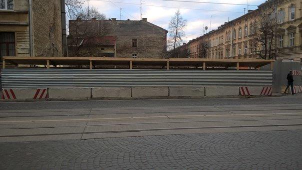 На вул. Личаківській, де незаконно зрізали дерева, зводитимуть багатоквартирний житловий будинок (ФОТО) (фото) - фото 1