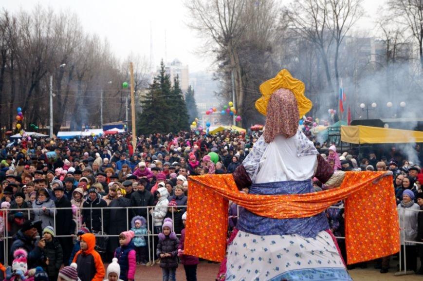Белгородцы в центральном парке отпраздновали Масленицу (фото) - фото 1