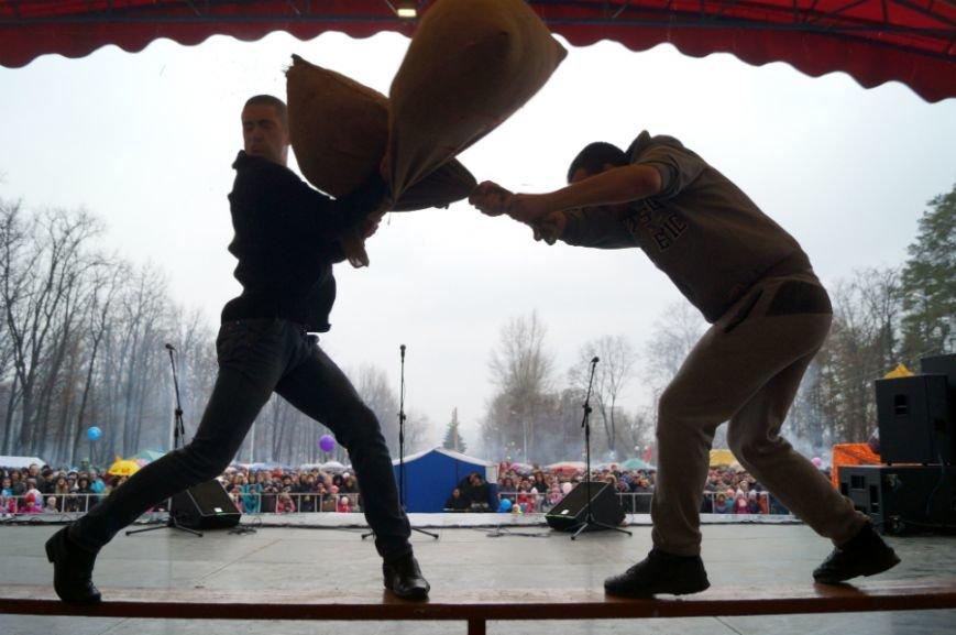 Белгородцы в центральном парке отпраздновали Масленицу (фото) - фото 5