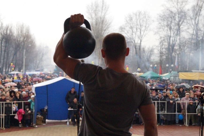 Белгородцы в центральном парке отпраздновали Масленицу (фото) - фото 2