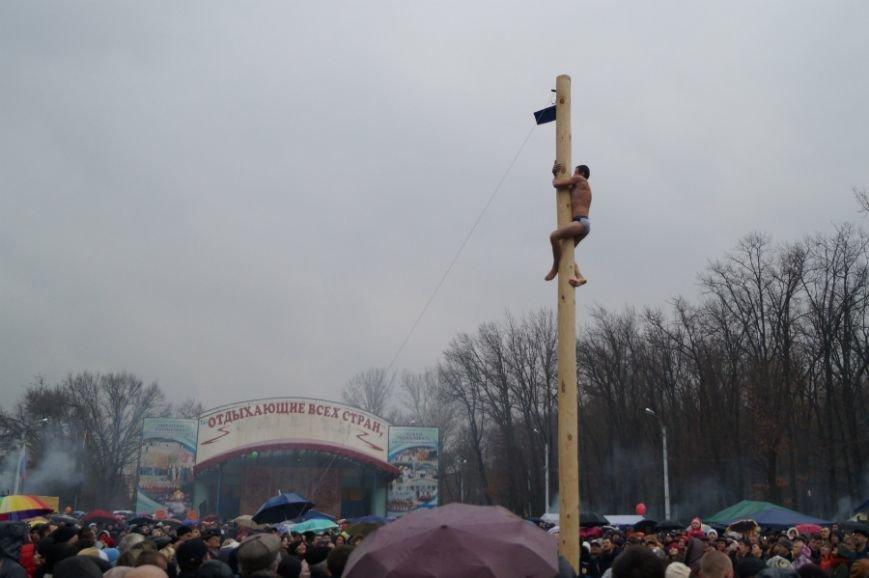 Белгородцы в центральном парке отпраздновали Масленицу (фото) - фото 4
