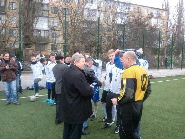 В Макеевке наградили победителей зимнего первенства города по футболу (фото) - фото 1