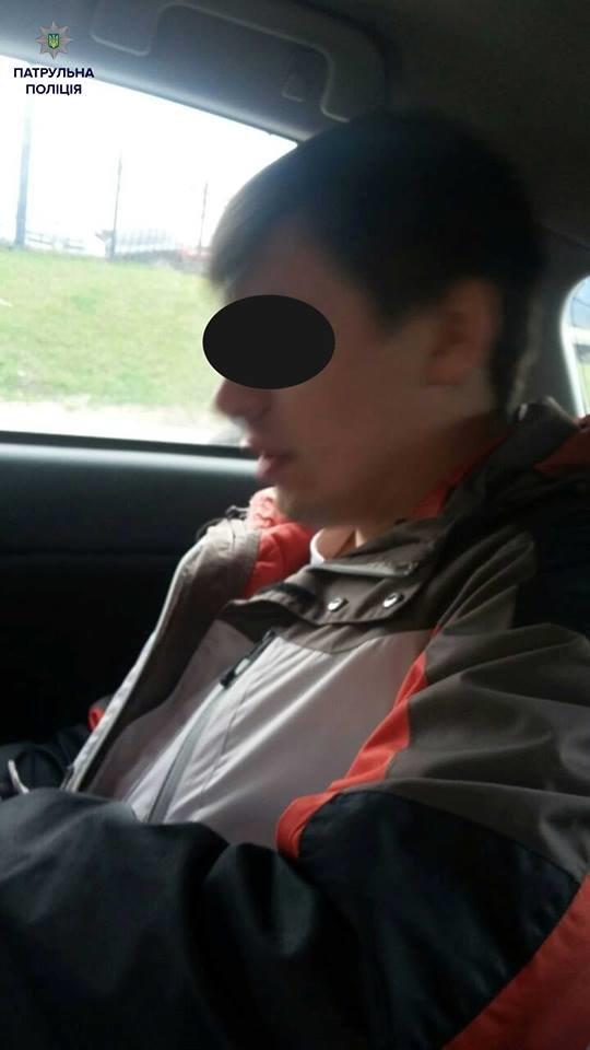 Патрульні затримали п'яного водія, який досі святкував 8 березня, фото-1
