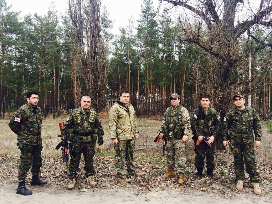 2868db59bdbc9c1bbc1668b9da342bf8 Саакашвили в зоне АТО открыл скандальный дорожный знак