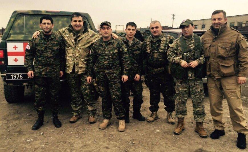 9e8c0bfa84b783a57cf4685632f322c3 Саакашвили в зоне АТО открыл скандальный дорожный знак