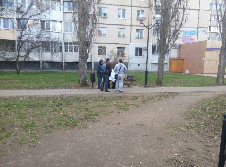 В парке на Котовского в Одессе на скамейке умерла женщина (ФОТО) (фото) - фото 1