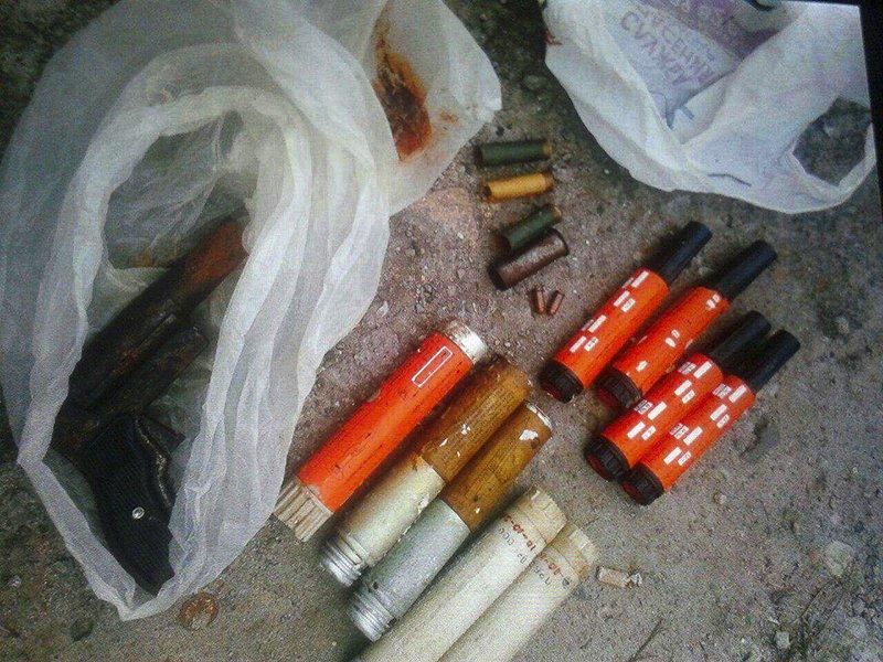 По Мариуполю разгуливали люди с пистолетом и боеприпасами, фото-1