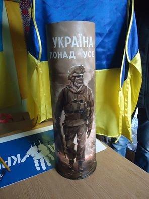 Тернопільські волонтери виставили на аукціон колишню зброю (фото) (фото) - фото 1