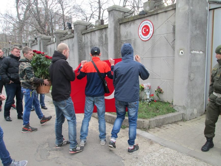 017ee357c8b5a108606065622cdb6937 Одесситы почтили память погибших в Анкаре