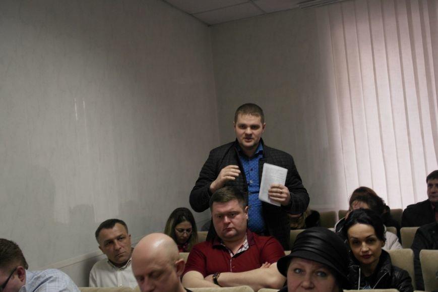 В Красноармейске предпринимателей попытались убедить, что «вилка» и 30-кратное увеличение налогов  им не повредит (фото) - фото 4