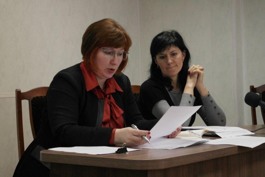 В Красноармейске предпринимателей попытались убедить, что «вилка» и 30-кратное увеличение налогов  им не повредит (фото) - фото 1