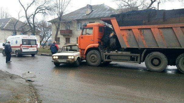 В Макеевке не разъехались грузовик с углем и легковушка (фото) (фото) - фото 1