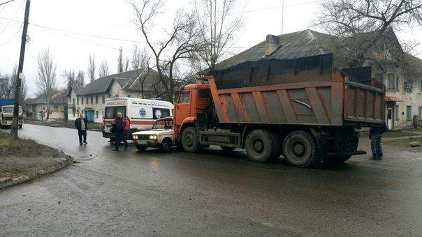 В Макеевке не разъехались грузовик с углем и легковушка (фото) (фото) - фото 2