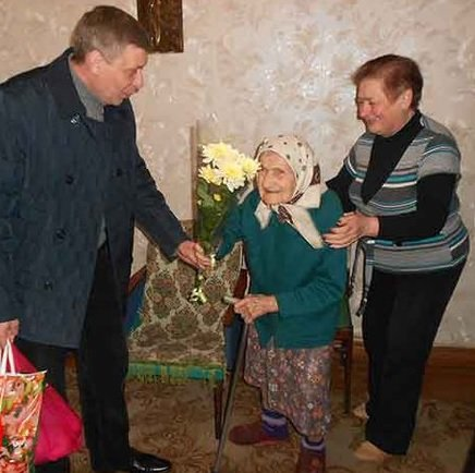 Макеевских долгожителей поздравили с юбилеем (фото) - фото 1