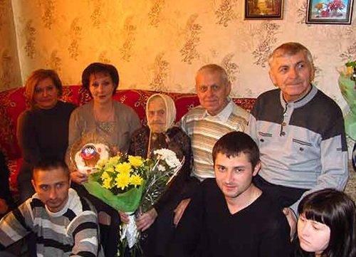 Макеевских долгожителей поздравили с юбилеем (фото) - фото 2