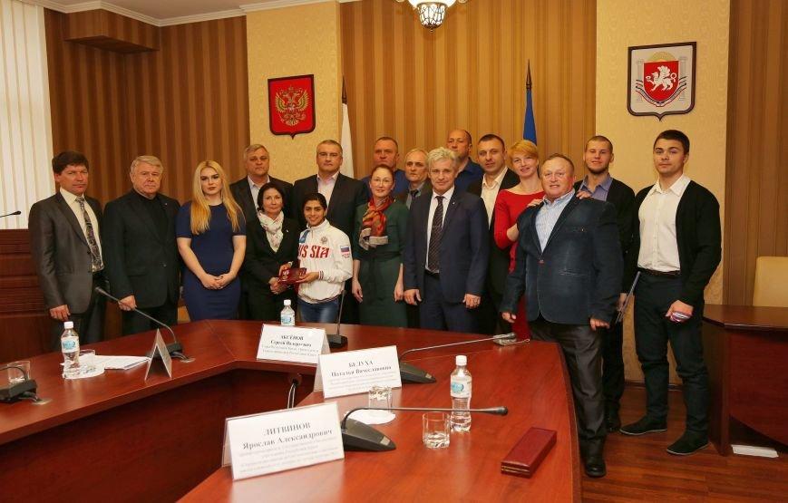 Аксенов: Главы муниципалитетов возьмут на контроль обеспечение жильём лучших крымских спортсменов (ФОТО) (фото) - фото 1