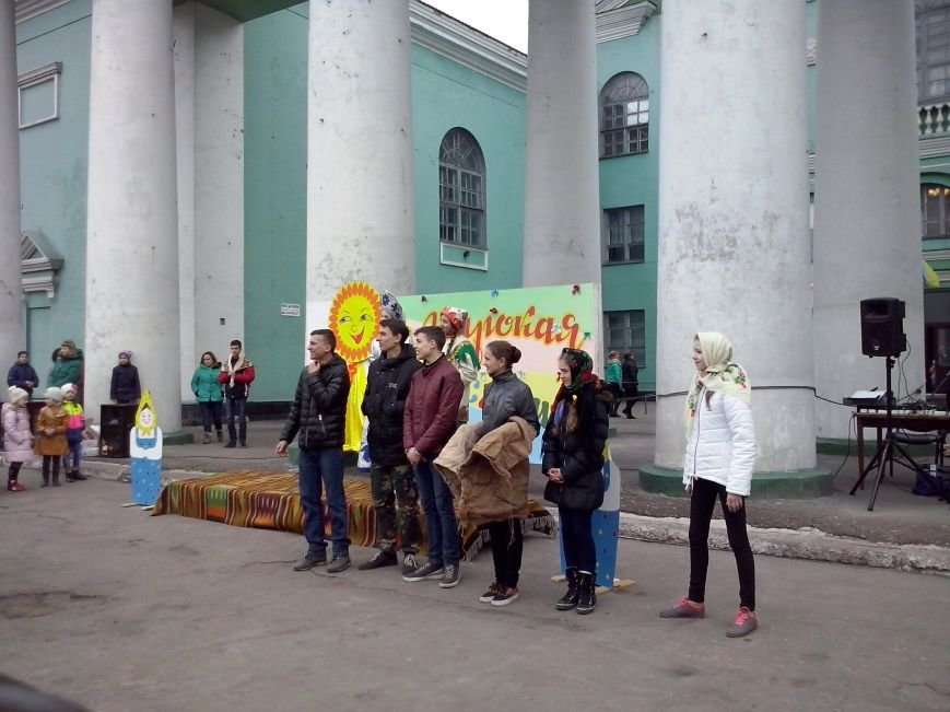 Будущие полицейские Добрполья участвовали в масленичных гуляниях (фото) - фото 1