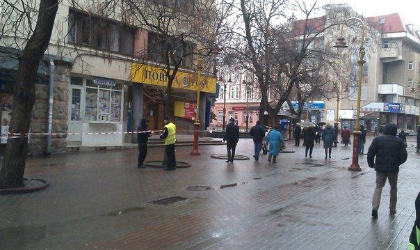 Центр Франківська замінували. Під загрозою ЦНАП та Укрпошта. Фото (фото) - фото 6