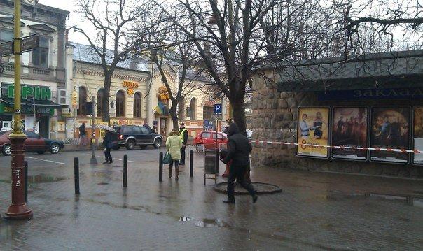 Центр Франківська замінували. Під загрозою ЦНАП та Укрпошта. Фото (фото) - фото 7