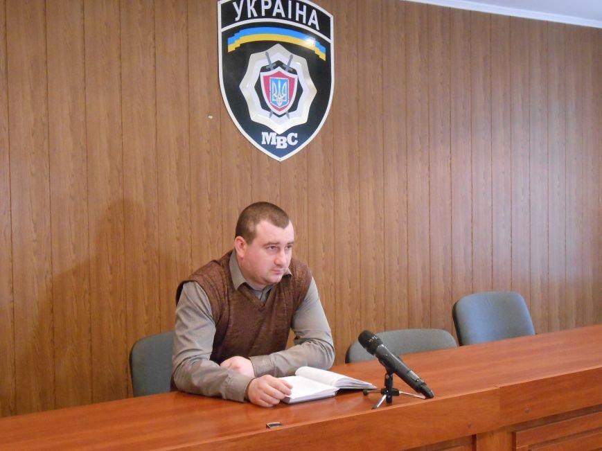 В Днепродзержинске мужчина избил знакомого палкой, подозревая его в торговле наркотиками (фото) - фото 1