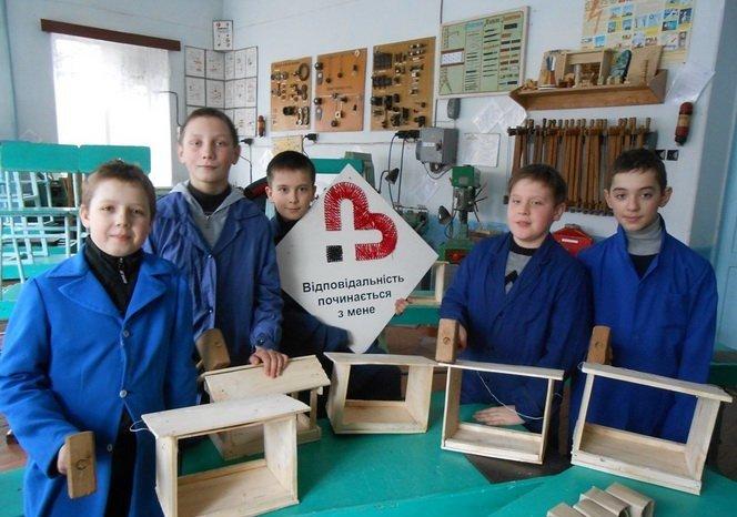 На Вінниччині головну новорічну ялинку переробили на шпаківні (фото) - фото 1