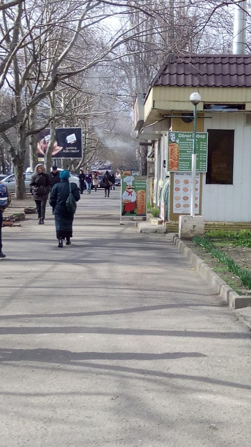 Одесское кафе пускает струю дыма в прохожих (ФОТО) (фото) - фото 1