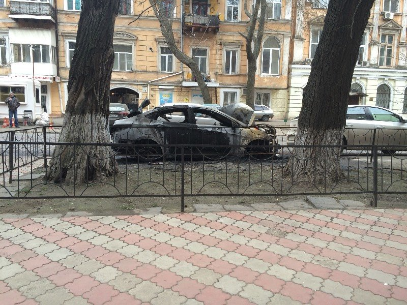В центре Одессы сгорела машина (ФОТО) (фото) - фото 1