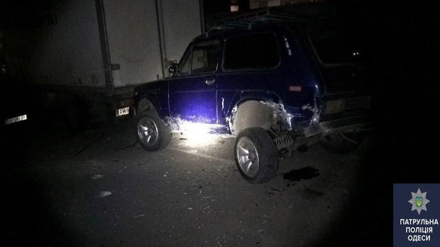 """4ba6cfc7e063b7f5477d5dd324b8c98f """"Летчик"""" на БМВ в Одессе разнес одним трюком пять автомобилей"""